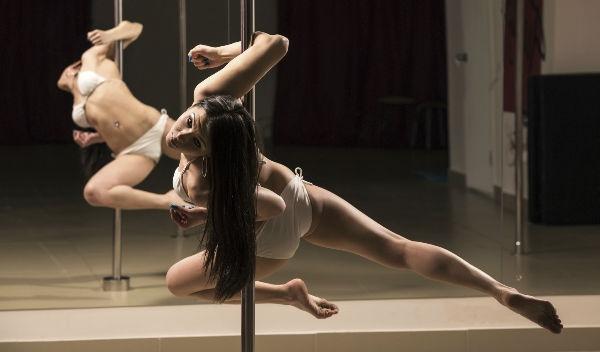 10 Beneficios del Pole Dance para tu salud que te sorprenderán